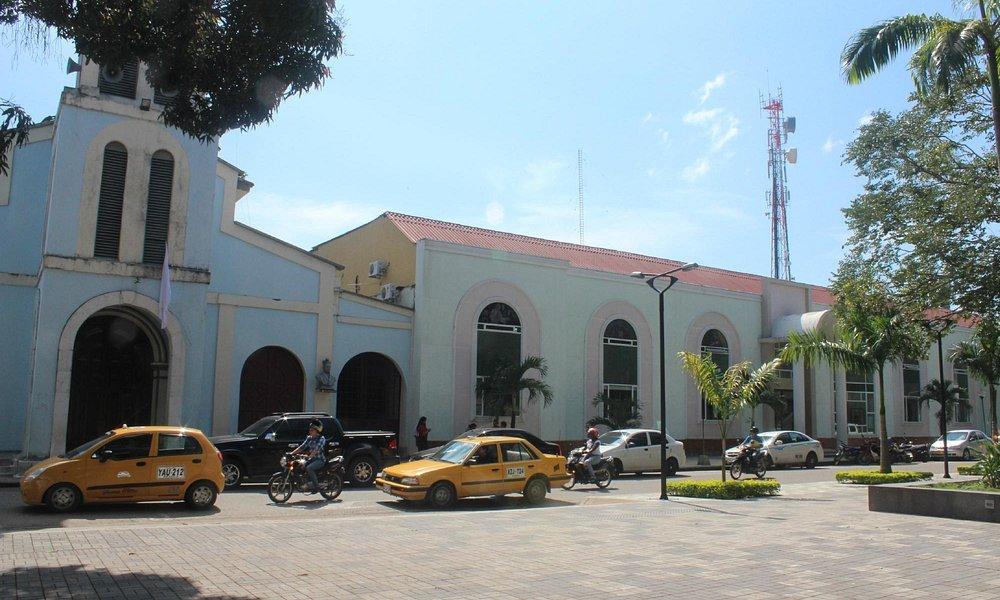Aspecto del parque principal y la Catedral de Arauca capital