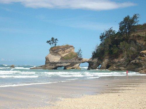 Das Felsentor Pintu Parunu - das Westende des Strandes