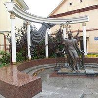 Памятник Собинову.