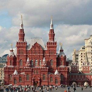 Главное здание Исторического музея. Вид со стороны Покровского собора