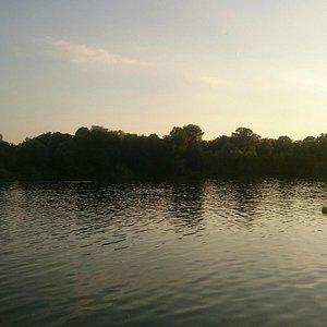 Вид на озеро с берега