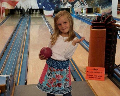 Lucky's Bowling Center