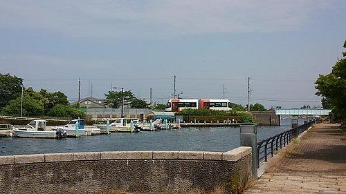 運河から望みます