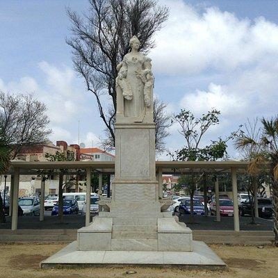 Statue of Queen Wilhelmina
