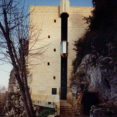 ascenseur panoramique à la sortie de la grotte