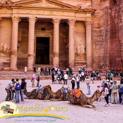 the-treasury-at-petra-jordan