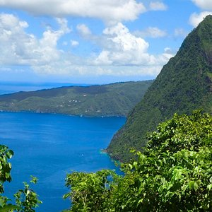 Gross Piton looking out to its twin Petit Piton