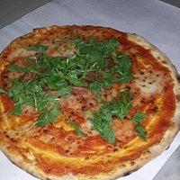 Pizzeria tonde forno a legna con consegne a domicilio