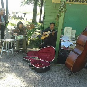 Band's playing in café.