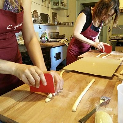 Cooking class in Catania - making fresh pasta