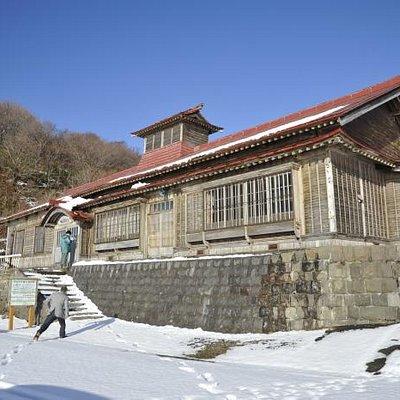 真冬の白鳥番屋(はまます郷土資料館)