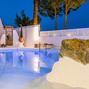private pool by KOUROSHOME