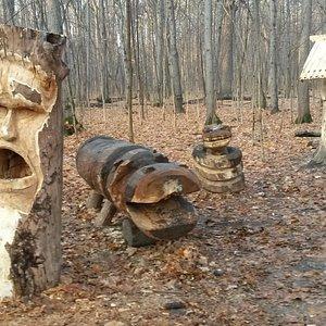 Местные деревянные скульптуры