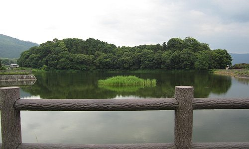 箸墓古墳と箸墓大池