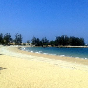 Teluk Kalong Beach during the early afternoon