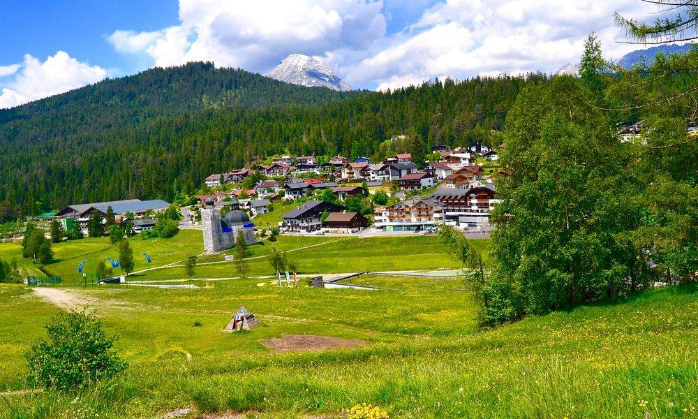 An der Pfarrkirche St. Oswald, Seefeld in Tirol, Austria