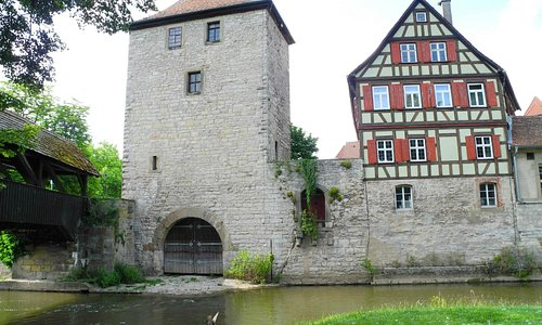 Der Sulferturm mit dem Tor zur Kocherfurt