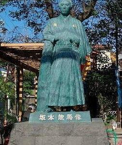 立会川龍馬像