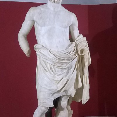Statua di Zeus nel museo archeologico