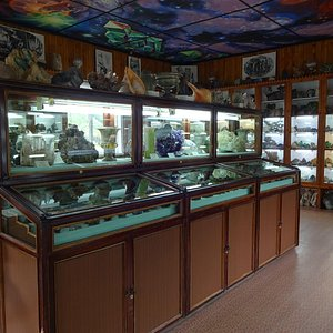 внутри музея, центральная экспозиция