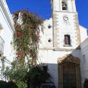 маленькая церковь во дворах