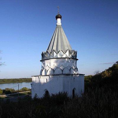 Вид на церковь и Оку