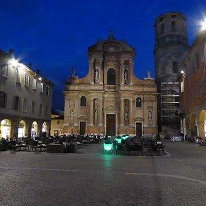 next door piazza