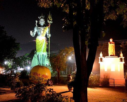Both the statues illuminated