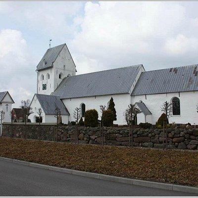 Kirken udefra ved ankomst