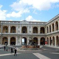Площадь и дворец