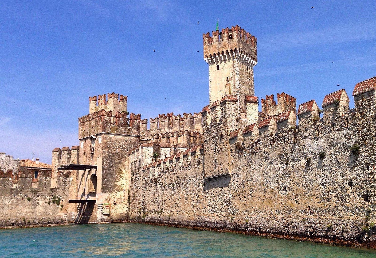 La fortezza vista dal lago