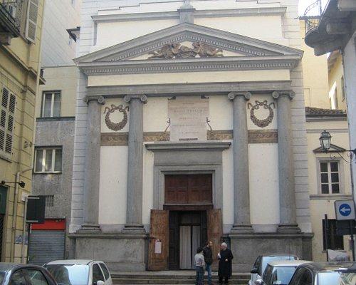 facciata neoclassica della chiesa visibile da Via Garibaldi