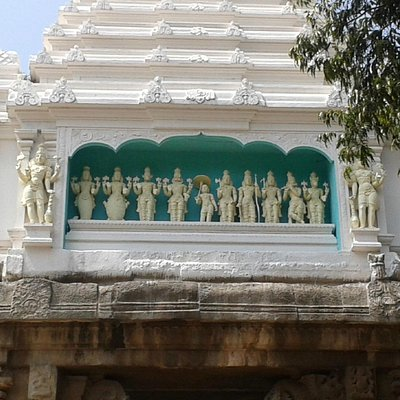 the 10 avathars on the gopuram of the temple