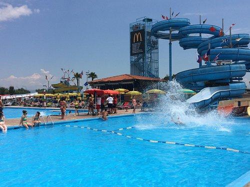 Altre piscine con scivoli