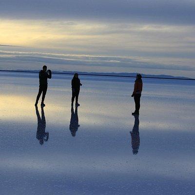Amanecer salar de Uyuni Bolivia – Cruz Andina Traveller