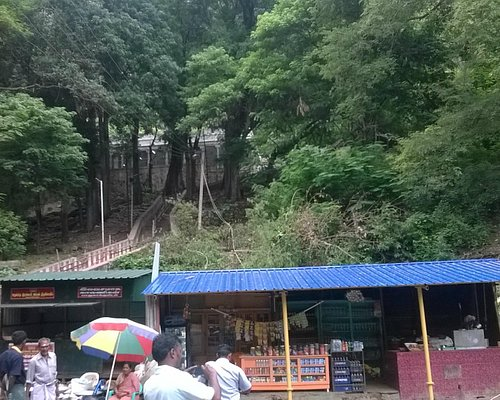 The foothills of raakayi amman temple where single shop is there