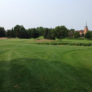Looking from the tee box on the 8th hole at the green (Par 3).