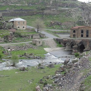 The 1706 bridge on the Kasakh river, south of Oshakan city center