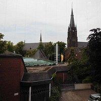 Blick vom Museum hinüber zum Wallfahrtszentrum