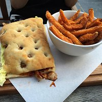 Pulled chicken BBQ flatbread with sweet potato fries