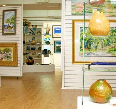 Art & crafts interior gallery exhibits