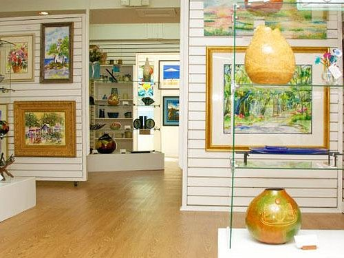 Art & crafts interior gallery exhibits