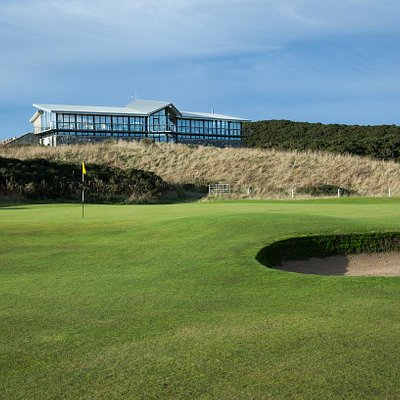 9th Green & Clubhouse