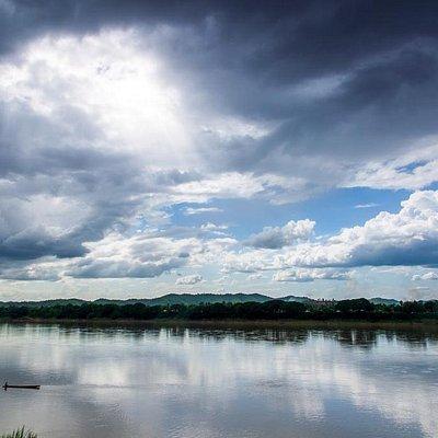 The River side Chiang Khan