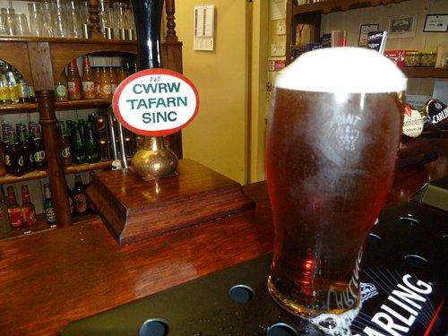 A pint of Crwr Tafarn Sinc