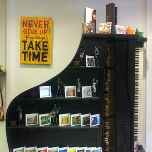 pianoforte espositore cd