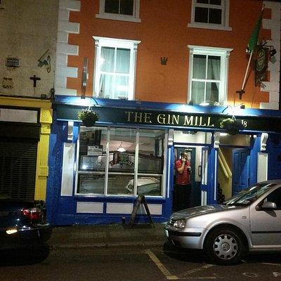 The pub at night 1