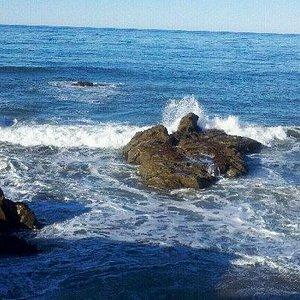 Crashing waves along Moonstone Beach