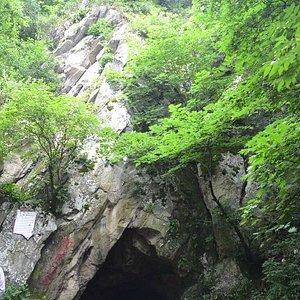вид на пещеру