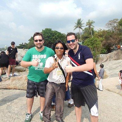 Mit Mr. Mon in der Mitte